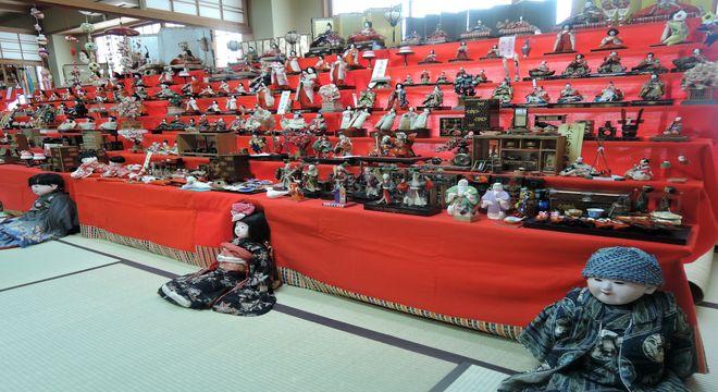 越谷香取神社の雛人形展示